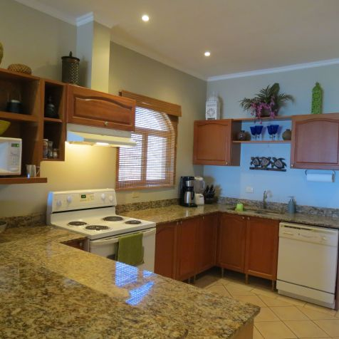 Spacious Kitchen: what's for lunch or dinner?